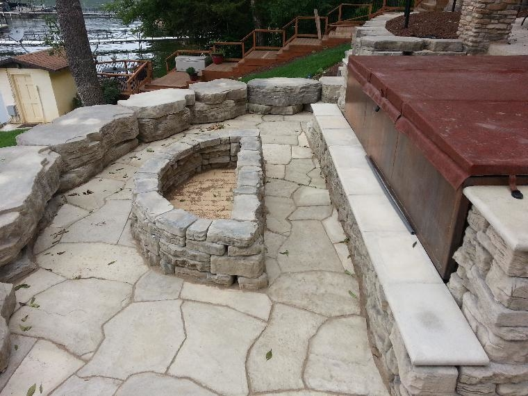 A beautiful combination of Rosetta Freestanding Walls, Grand Flagstone and Bellvedere