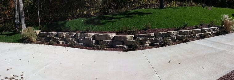 Rosetta Outcropping Retaining Wall and turf area